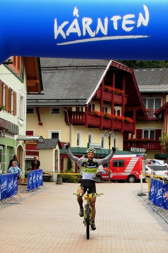 Zieldurchfahrt von Alban Lakata, Marathon Staatsmeisterschaft Möllbrücke