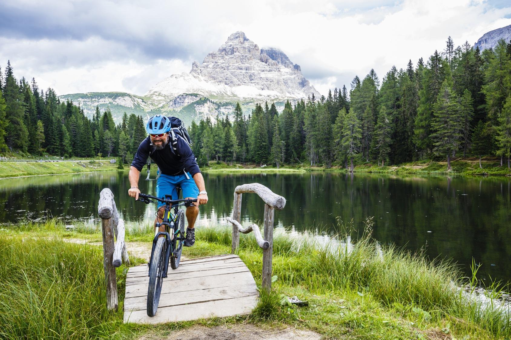 Sicher & gesund aufs Rad || Das gehört in die Radreise Apotheke