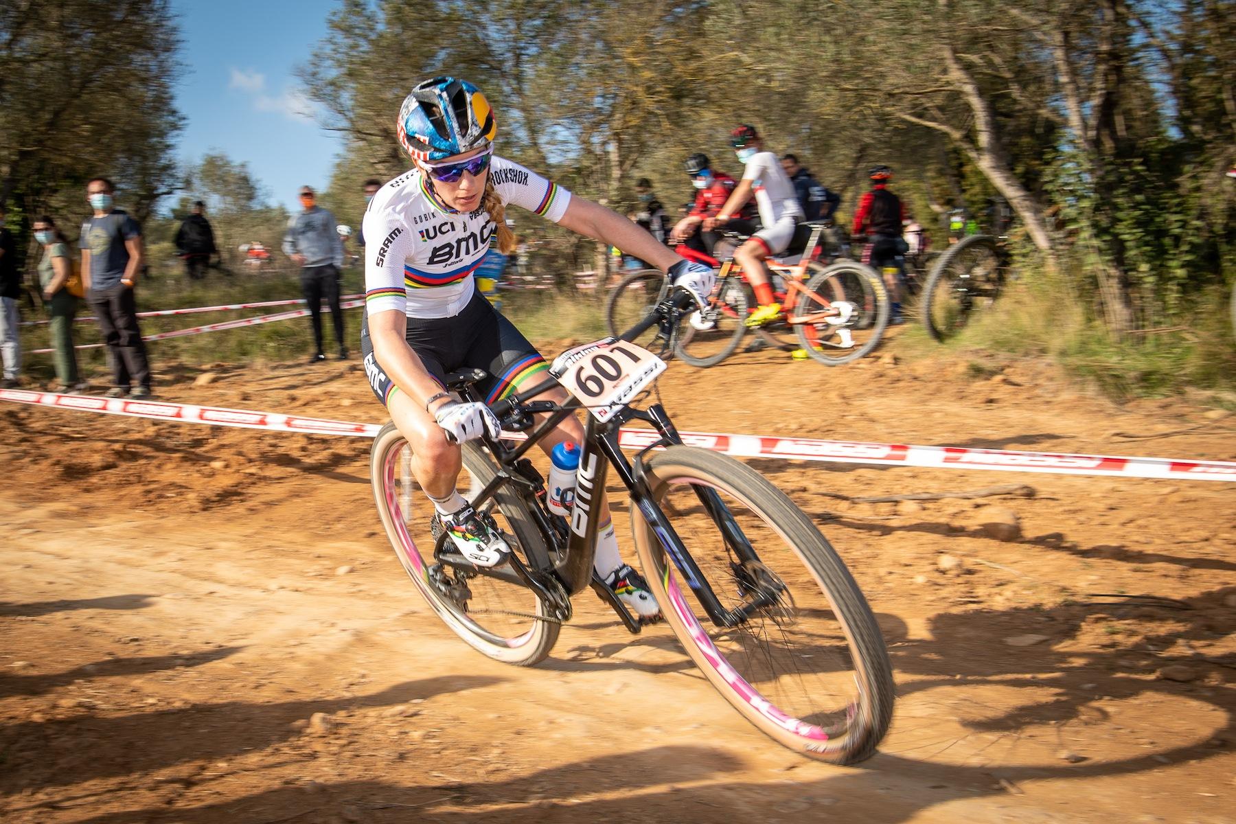 News aus der Mountainbike Cross-Country-Szene: Munter dreht sich das Fahrerkarussell